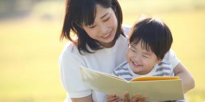 幼児に本を読み聞かせるメリット