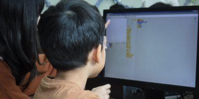 小学生向けプログラミング学習に役立つ教材とは?